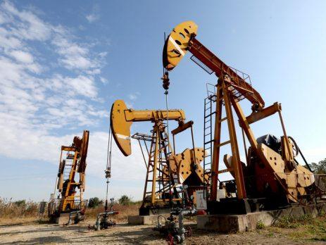 Pumpjacks sind auf einem Ölfeld in Huaian, Jiangsu, zu sehen